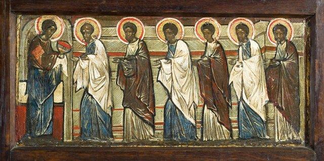 Поэтому образ тайной вечери или причащения апостолов находится в самом иконостасе, непосредственно над царскими
